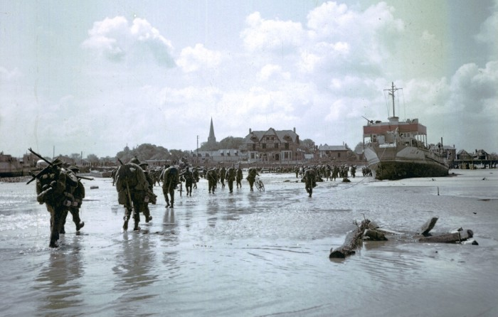 Canadian_Soldiers_Juno_Beach_Town