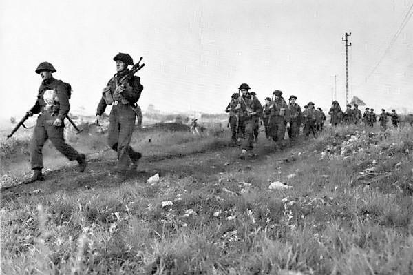 Winnipeg_Rifles_advance_inland