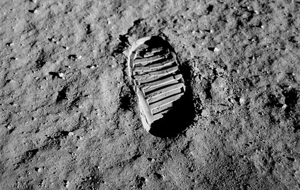 apollo_11_bootprint-e1405838911229